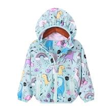 Новинка; сезон осень-весна; цветной плащ с капюшоном и единорогом для девочек; куртка на молнии с единорогом; куртка для маленьких девочек; пальто