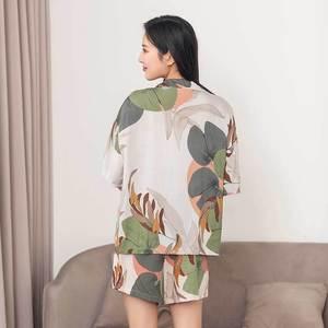 Image 2 - レディースショーツパジャマセット夏最新葉印刷半袖とショーツパジャマカーディガンラペル女性ショーツパジャマ