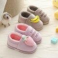 Плюшевые домашние детские тапочки; теплая меховая хлопковая обувь для маленьких мальчиков и девочек; нескользящая Милая обувь с буквенным ...