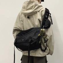 Fashion School Men Shoulder Bag Hip Hop Designer Large Capacity Shoulder Bag Korean Minimalist Bolsos Hombre Mens Bag DE50NDJ