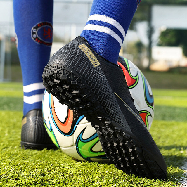 Large Size Long Spikes Soccer Shoes Outdoor Training Football Boots Sneakers Ultralight Non-Slip Sport Turf Soccer Cleats Unisex 5