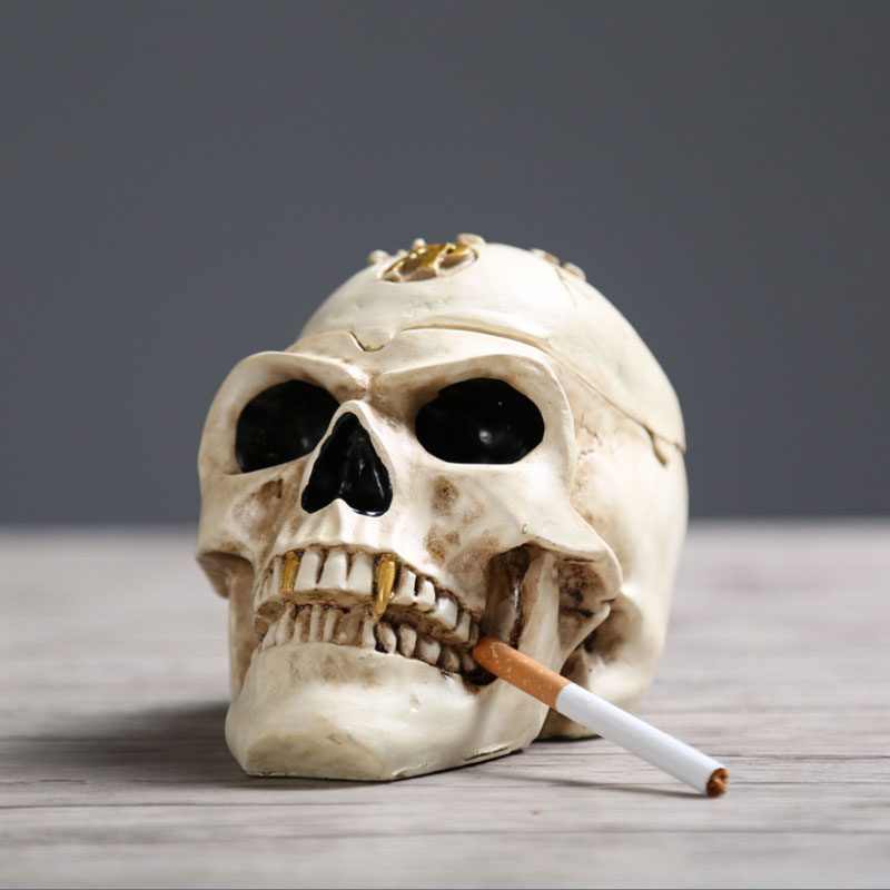 Pirate Skull Cigarette Ashtray Halloween Home Desk Decoration Vintage Make Old Ornaments Resin Portable Cigar Ash tray