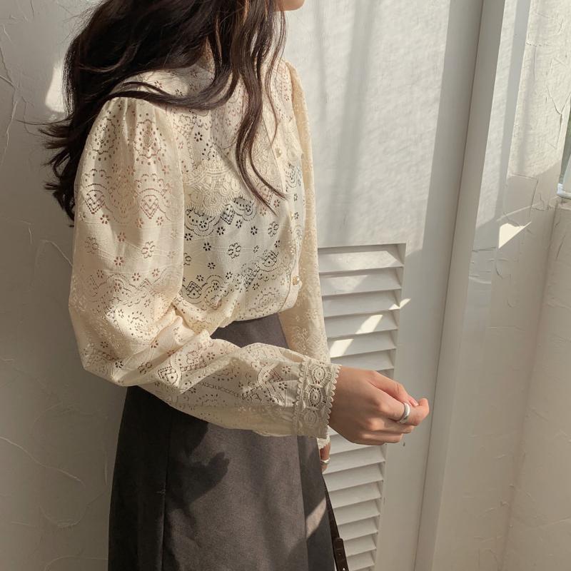 H7795261fd43145c2bf03ed5c69d448e0L - Spring / Autumn O-Neck Long Sleeves Cotton Hollow Out Lace Buttons Blouse