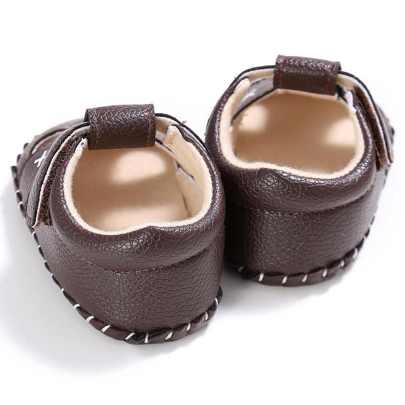 Bebê sapatos de couro do plutônio do
