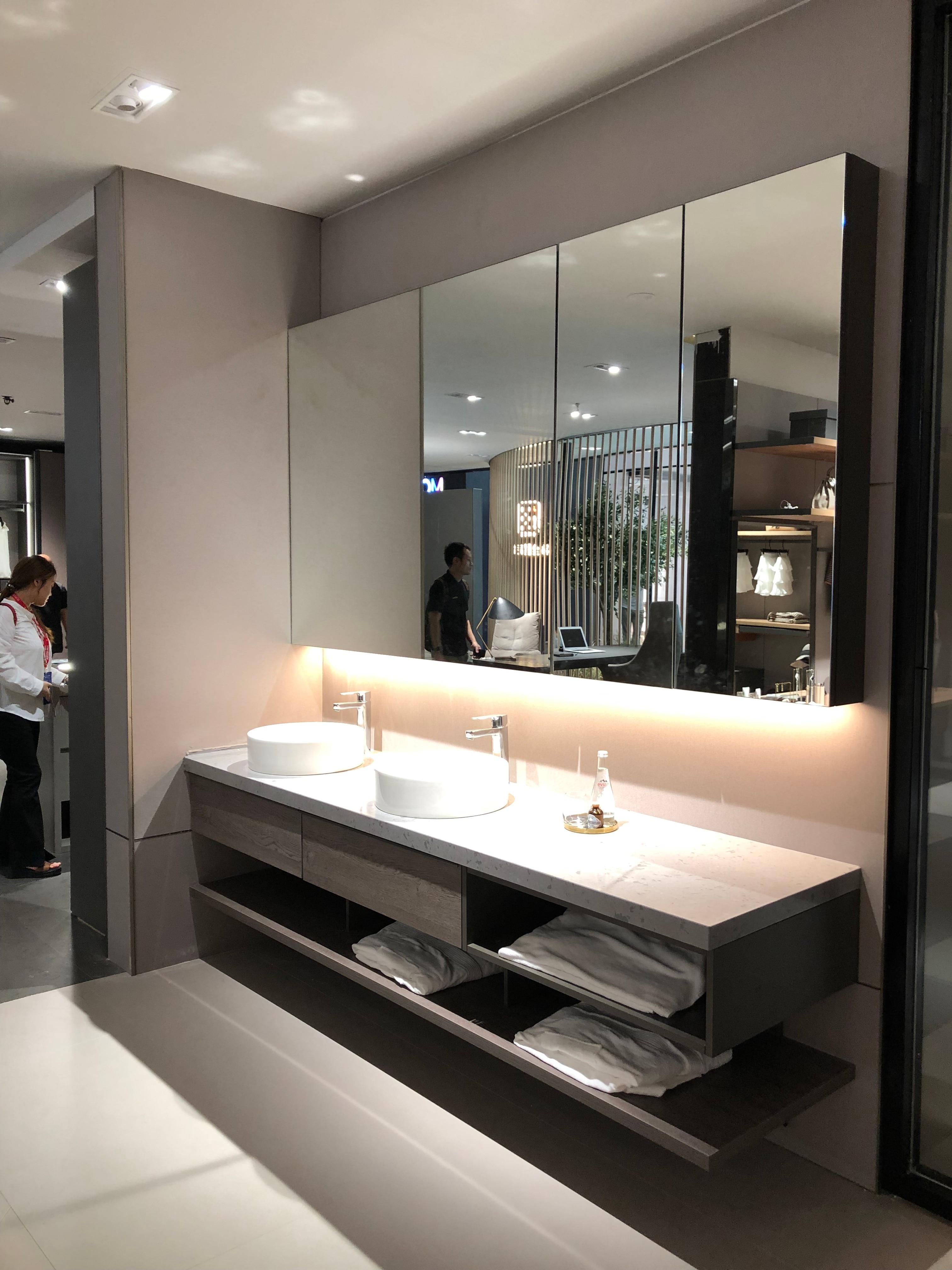 Moderne Personnaliser Vanité Marbre Vanités Smart Salle De Bain éclairage  Bluetooth Hôtel Baignoire Armoire Taille Personnalisée Armoire De Douche