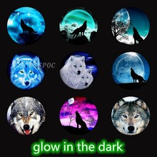 купить 5 PCS/LOT Luminous Wolf Photo Glass Cabochon Beads 25mm for Diy Pendant Keychain Base Glow In The Dark Jewelry Making Supplies дешево