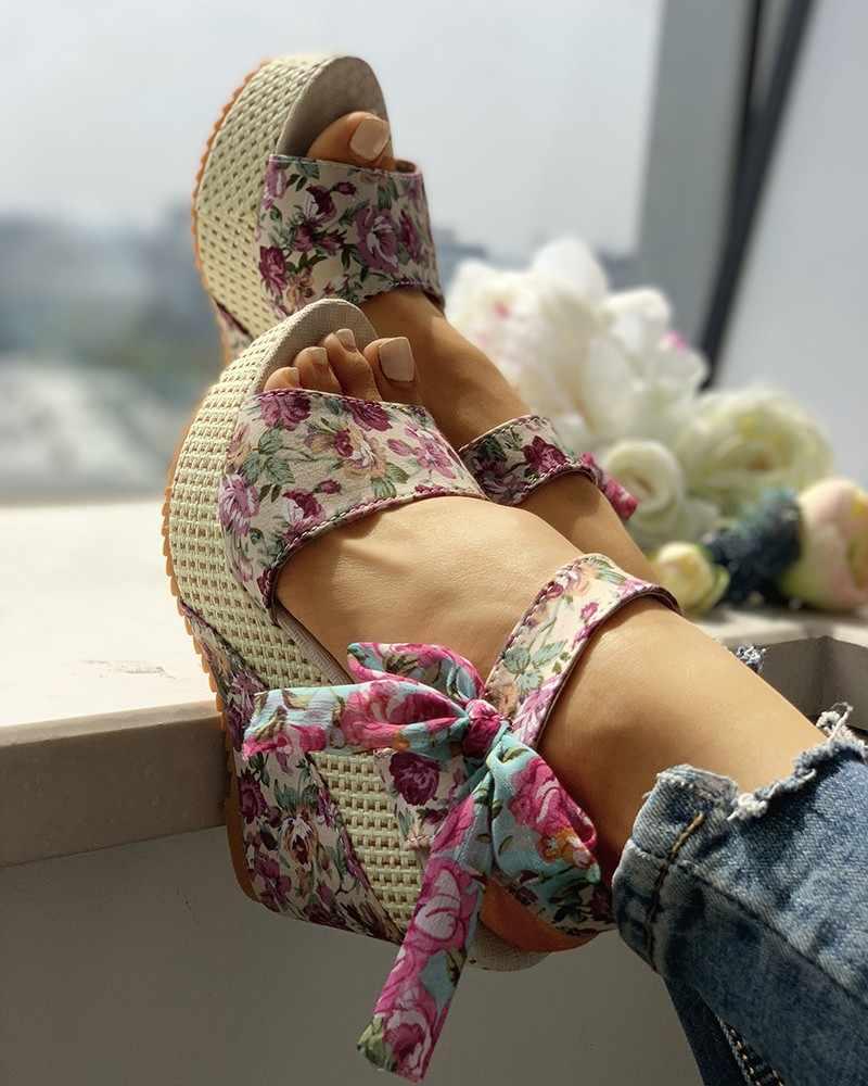 Kadın ilmek tasarım platformu kama sandalet yaz yüksek topuk çiçek etnik Bohemial sandalet ayak bileği kayışı açık ağızlı bayan ayakkabıları