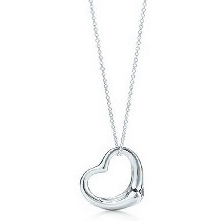 Version coréenne de la mode classique douce fille mignon clair brillant en forme de coeur collier femmes bijoux offre spéciale en gros