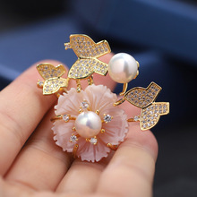 Luxury Natural Freshwater Pearl Brooch Pins Gold Butterfly Shell Flower Personalized Coat Accessories Anniversary Pin Jewelry new free shipping flower jewelry natural 4 10mm black freshwater pearl embellished sunflower floral pin brooch top quality