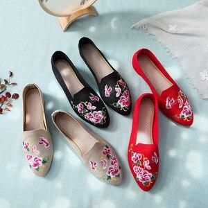 Image 2 - Veowalk oddychająca tkanina bawełniana kobiety Pointed Toe płaskie buty haftowane kwiatowe wzory damskie buty do chodzenia na co dzień Retro mokasyny