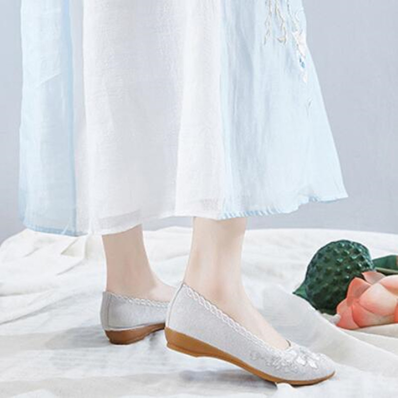 Flower Embroider Women Cotton Fabric Shoes Summer Runway Shoe Ladies Ethnic Low-heel Pumps Sequins Slip-on Pointed Toe Loafers