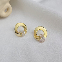 New 2019 Simple Natural Pearl Baroque Earrings Vintage Design Gold Irregular Stud Earring 925 Sterling Silver For Women Gift 2019 women earrings handmade geometric 14k gold plated 925 silver stud natural baroque pearl earring best jewelry gifts for love
