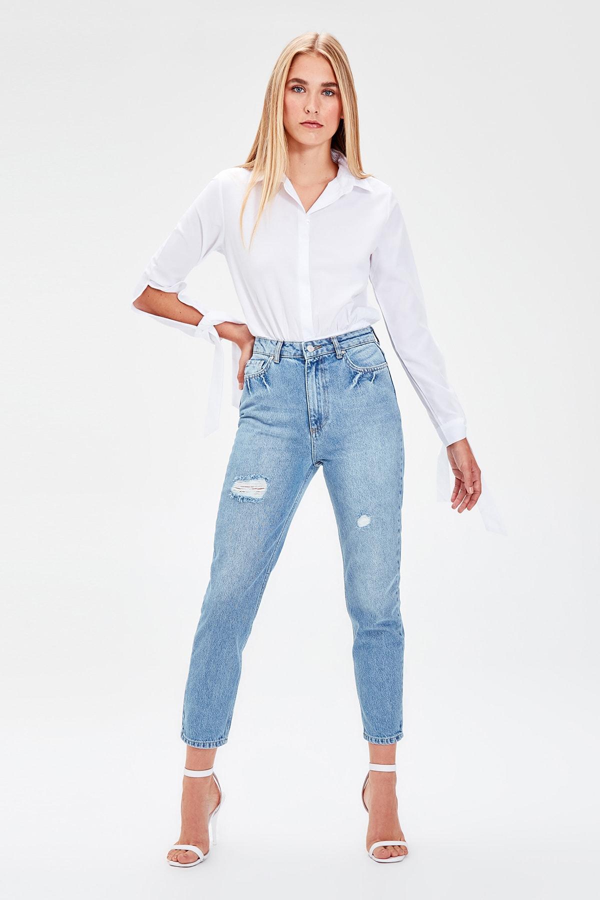Trendyol Mavi Yırtıklı High Bel Mom Jeans TWOAW20JE0054