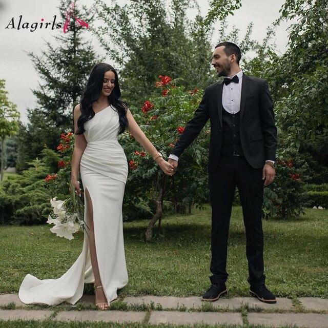 Robes de mariée en satin, asymétrique épaule dénudée, style sirène, robe de mariée blanche Simple, Sexy, 2020
