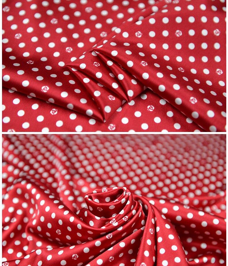 Crianças vermelhas da matéria têxtil do cetim