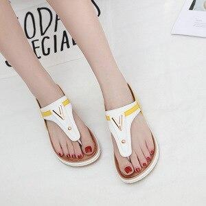 Image 3 - 2020 verão sapatos femininos flip flops senhoras sandálias de praia mais tamanho sandálias femininas plana flip flops moda marca luxo a912