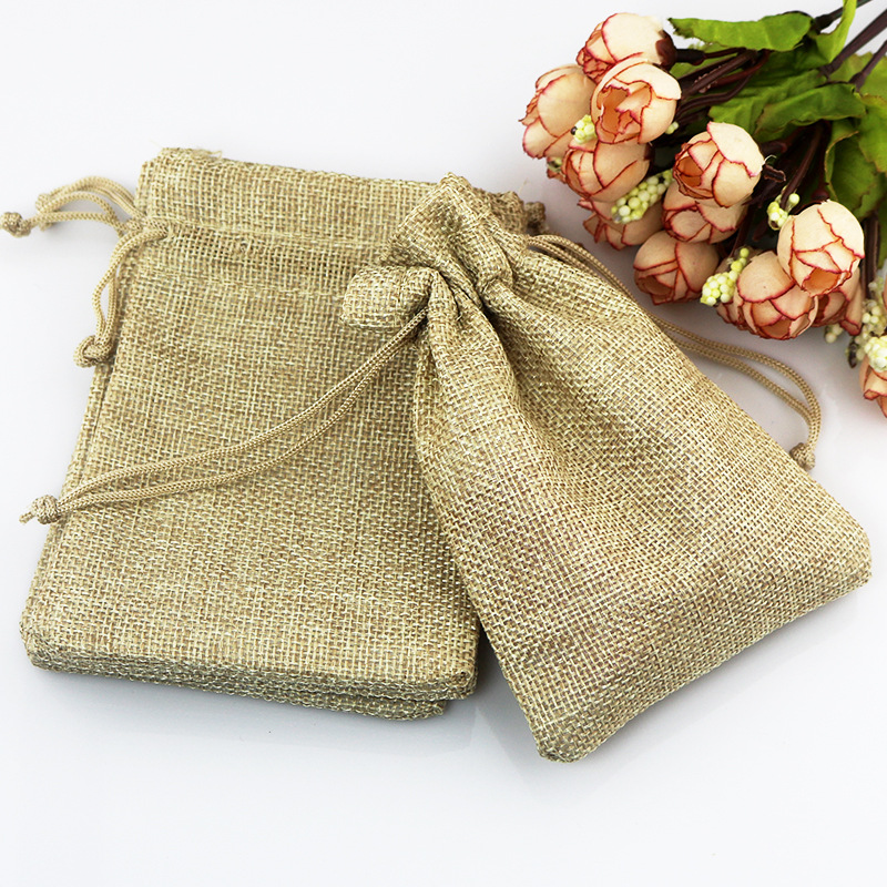 Hot 50 Pcs/Lot 7*9cm Khaki Color Natural Burlap Linen Jewelry Travel Storage Pouch Mini Candy Jute Packing Bags For Gift Bag