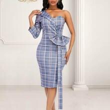 Женское клетчатое платье с асимметричным рукавом и бантом на