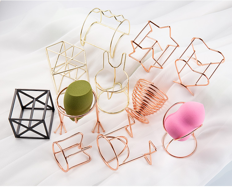 H78679d5f69d5402c9e36e807123275494 1Pcs Metal Bracket Makeup Puff Rack Cosmetic Holder Blender Display Stand Alloy Drying Power Make Up Sponge Tools 17 Style