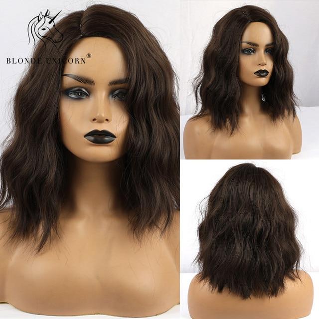 Pelucas de pelo ondulado corto Rubio unicornio marrón oscuro sintético 12 pulgadas con flequillo lateral para mujer de fibra de alta temperatura 13 colores