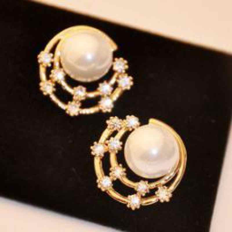 The new 2015 wholesale retro starry shell flash Rhinestones imitation pearl earrings jewelry accessories Round  free shipping