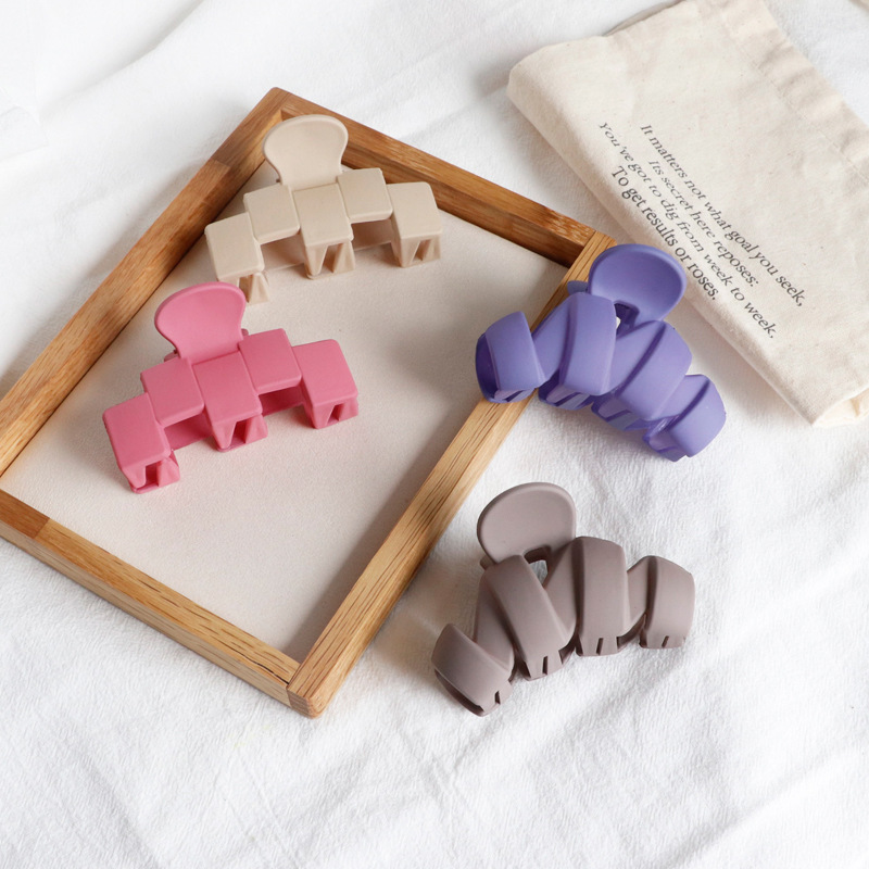 Fashion Korean Solid Hair Clips For Women Elegant Geometric Acrylic Hair Clips For Girls Claw Clip DIY Hair Styling Accessories