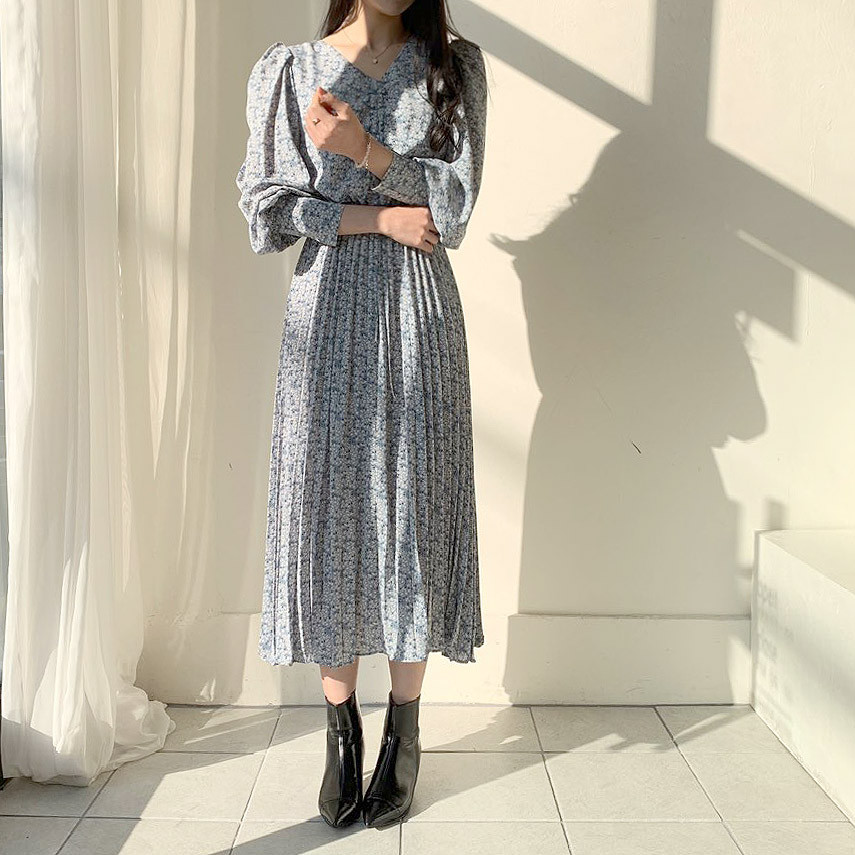 H78aa7bc769d9431c8fbd67f3cb8e8a5fO - Autumn V-Neck Long Sleeves Floral Print Pleated Midi Dress