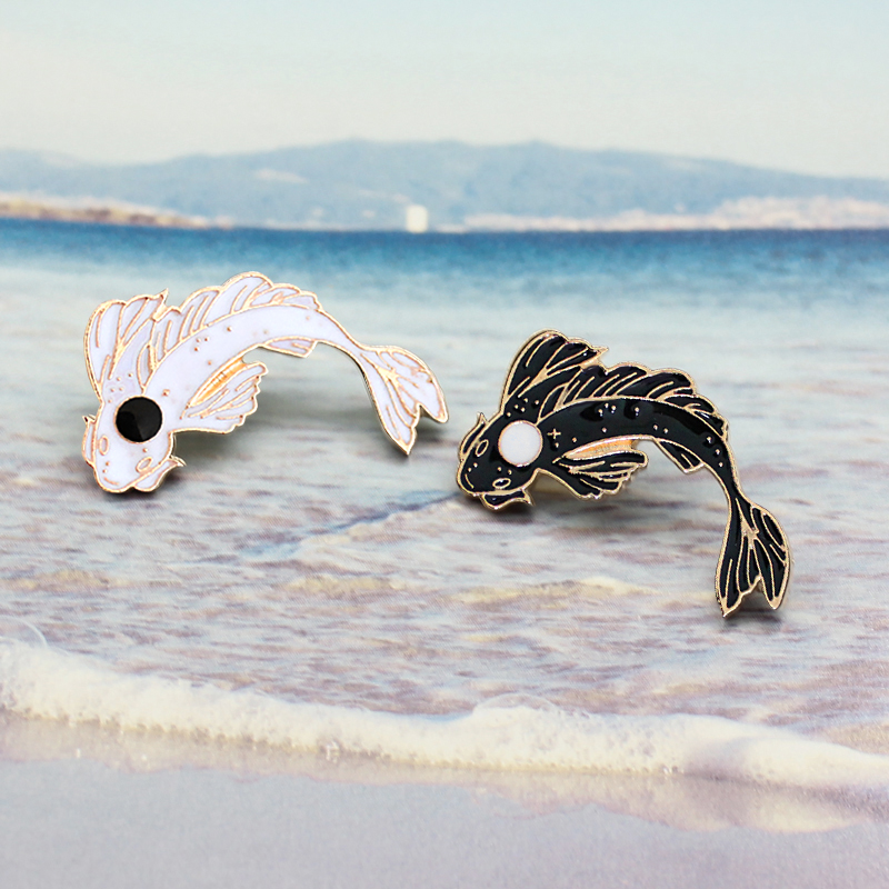 New Animal Pins & Brooches Lovely Goldfish Cod Fish Black and White Good Wish Gifts Lucky Jewelry Diving Clothes Metal Badge