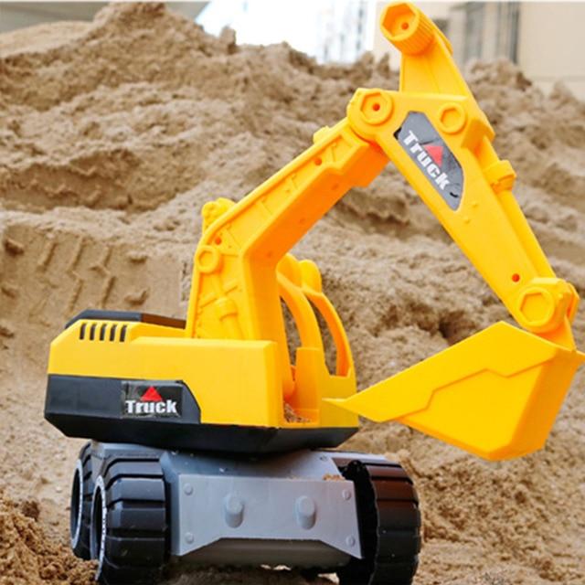 excavadora de juguete amarilla