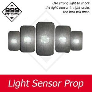 999 adereços escapar da sala quatro dispositivos de sensor de luz mecanismo de câmara uso luz forte para atirar o sensor a fim abrir o bloqueio