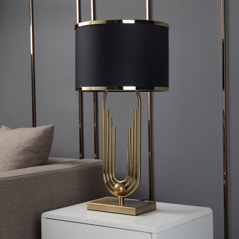 Ouro moderno curva forma da tubulação lâmpada