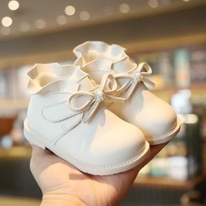 Image 2 - Claladoudou 12 16cm 브랜드 벨벳 내부 초기 겨울 아기 부츠 귀여운 Bowtie 공주 아기 소녀 첫 번째 생일 파티 신발