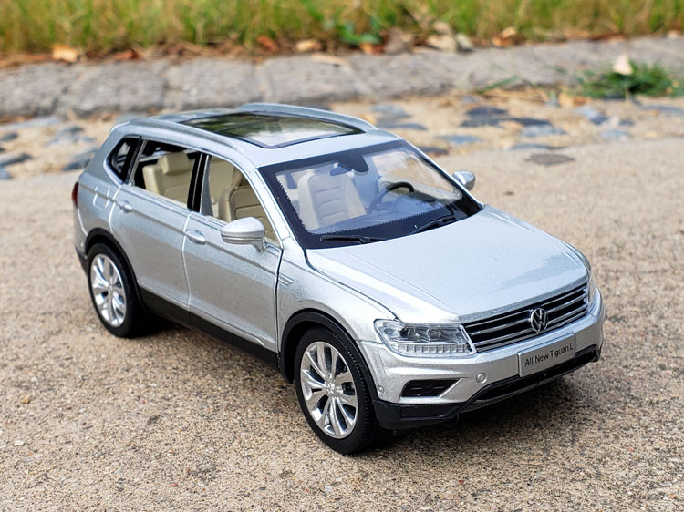 1:32 High imitation VW Tiguan-L car model alloy pull back car toys open door music flash toy vehicles kids toys free Shipping