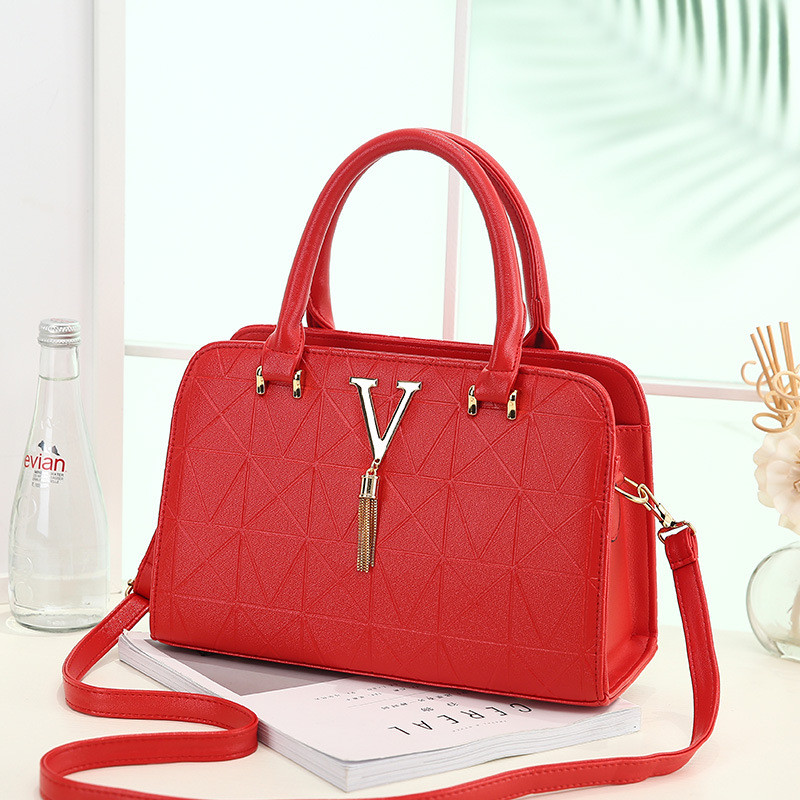 Women Handbag Luxury Designer Red Wedding Bridal Bag Female Crossbody Bag Chain Tassel Ladies Totes Pu Leather Messenger Bags