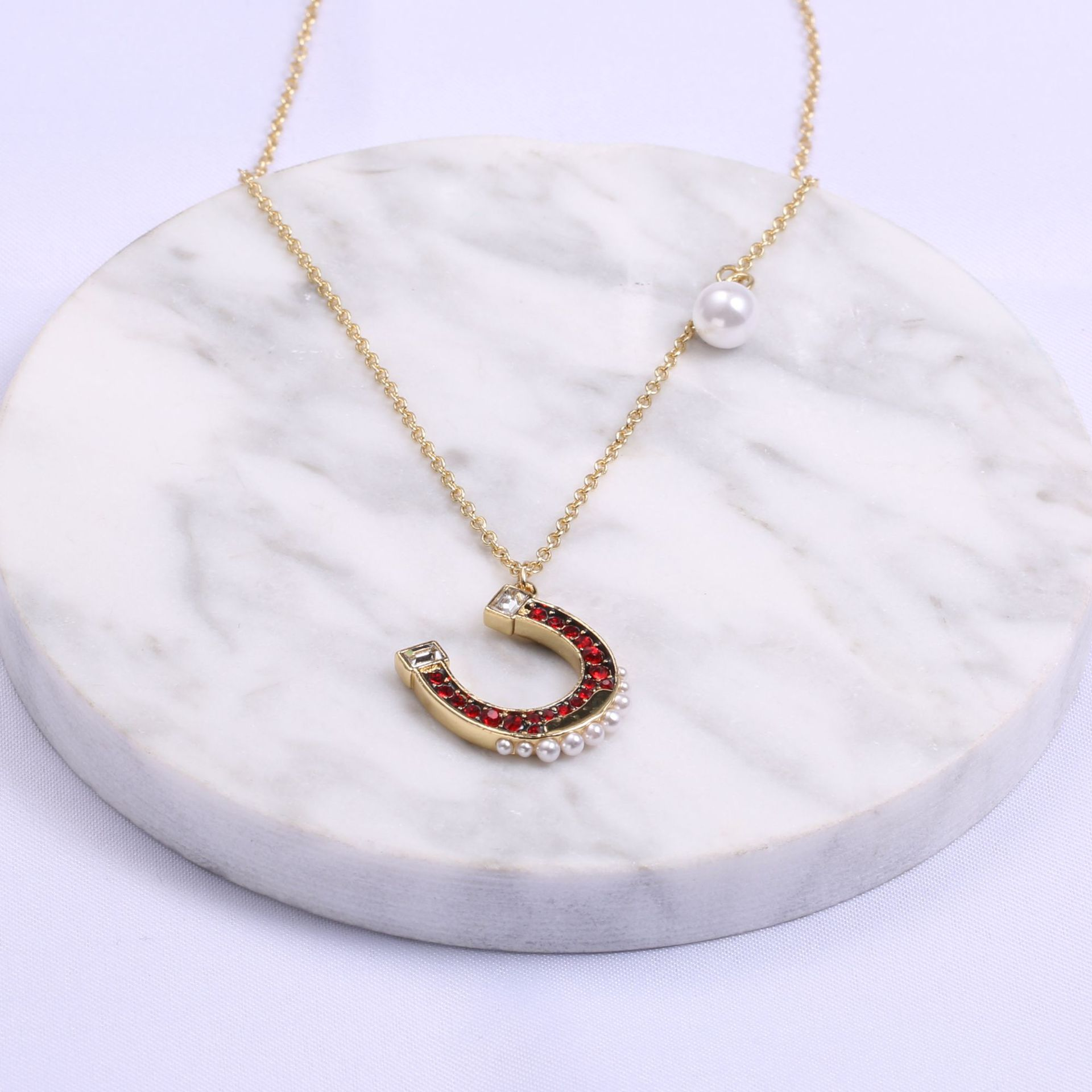 Shih New Style Lucky Red U-Shaped Horseshoe Necklace Women's Pearl Delicacy Fashion Play Fun Horseshoe Shape