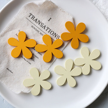 20 sztuk drewna kwiat kolczyki akcesoria akcesoria DIY biżuteria akcesoria dla kobiety (żółty) tanie tanio CN (pochodzenie) Wood Flower Accessories Earrings Accessories DIY Accessories Jewelry Woman Earrings