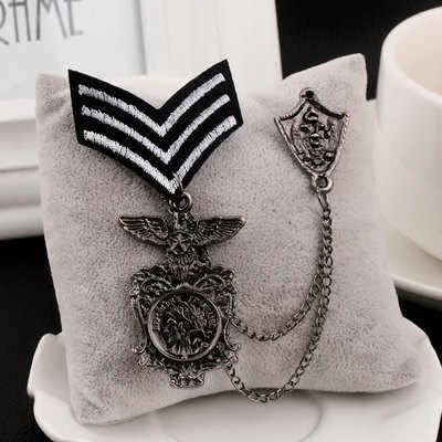 Baru Retro Eagle Pria Lapel Pin Medali Pria Perapi Rumbai Logam Bros Pin Lencana Vintage Pria dan Wanita Aksesoris Wanita perhiasan Murah