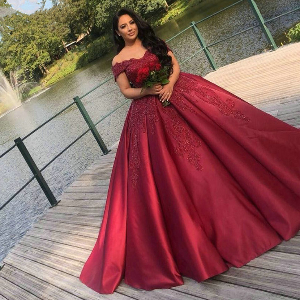 Vintage Design Burgundy Wedding Dresses Ball Gown Off Shoulder Lace Satin Dubai Wedding Bridal Gowns Gorgeous Robe De Mariee