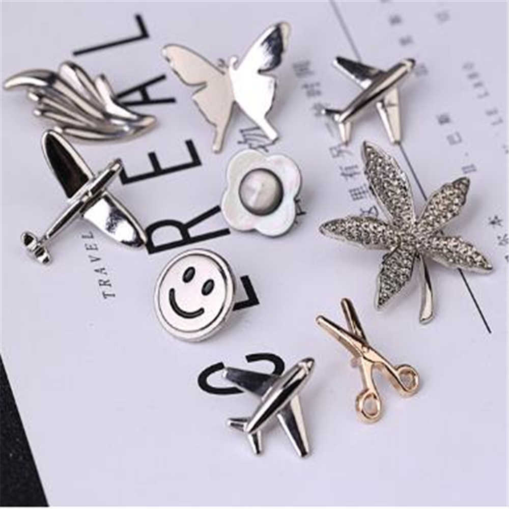 Maple Leaf Smiling Face Aircraft Brooch 2019 Men's Suit Lapel Pins Brooches Butterfly Jewelry Shirt Collar Accessories
