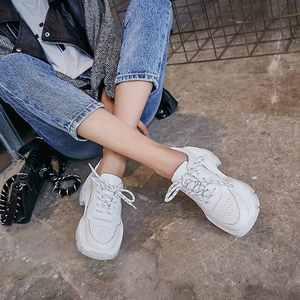 Image 2 - Lenkisen الأساسية الكلاسيكية الأبيض حذاء جلد طبيعي جولة اصبع القدم الكعب العالي سميكة أسفل الدانتيل يصل النساء دافئ أحذية مفلكنة L9f9