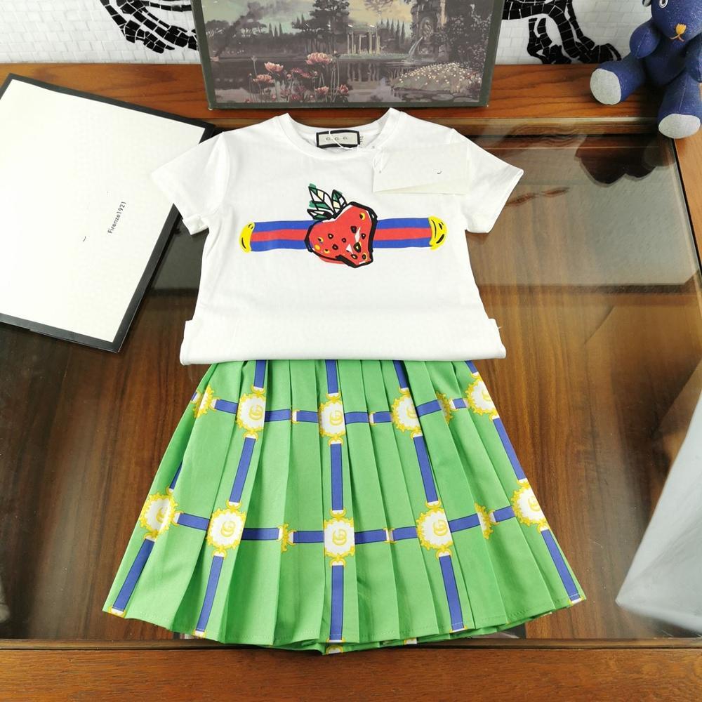 2colou 2020 bébé été luxry marque nouveau design vêtements 4-7T enfant bébé fille fraise imprimer haut + jupe plissée tenue vêtements ensemble