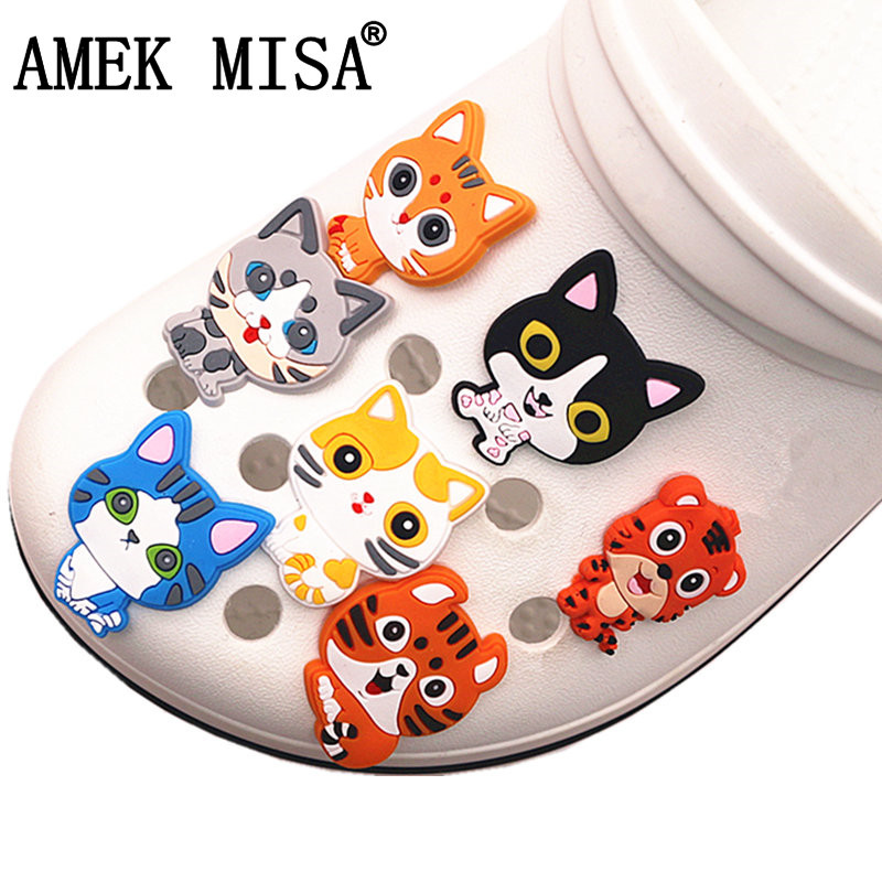 Single Sale 1pcs Lucky Cat Shoe Charms Cartoon PVC Shoe Accessories Shoe Decoration Shoe Buckle For Croc Jibz Kid's Party X-mas