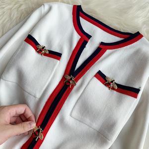 Image 3 - 若いジー秋の女性のファッションニットドレス長袖 V ネックの女性のプルオーバー冬のヴィンテージ蜂ボタンセータードレス