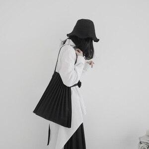 Image 3 - [EAM] נשים חדש שחור בד קפלים פיצול גדול גודל אישיות אביזרי אופנה גאות כל התאמה אביב סתיו 2020 19A a645