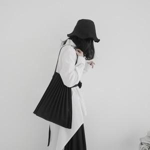 Image 3 - [Eam] 女性新ブラックキャンバスプリーツ分割ビッグサイズ人格アクセサリーファッション潮すべてマッチ春秋2020 19A a645