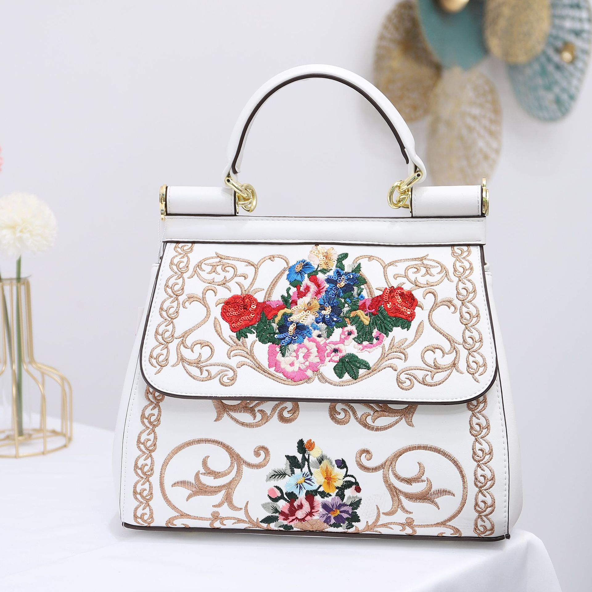 2020 Hand Carrying Shoulder Carrying Aslant Bags National Style Sequin Embroidered Flowers Handbags Fashion Ladies Bag