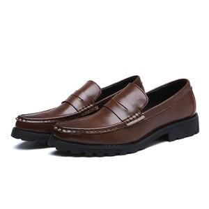 Image 4 - 2020 vestido de couro genuíno sapatos masculinos deslizamento on negócios casamento formal sapatos planos para homem