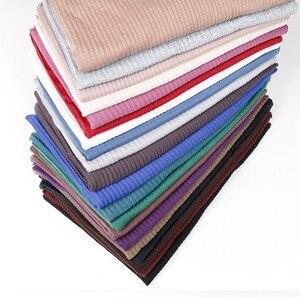 Image 5 - Jersey rughe hijab sciarpa in cotone tinta unita elasticità scialli piega hijab lungo musulmano testa wrap sciarpe/sciarpa 10 pz/lotto
