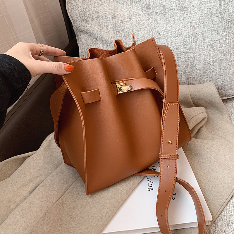 с доставкой Folds Design PU Leather Shoulder Bags for Women 2021 Winter Branded Handbags and Purses Luxury Hand Bag