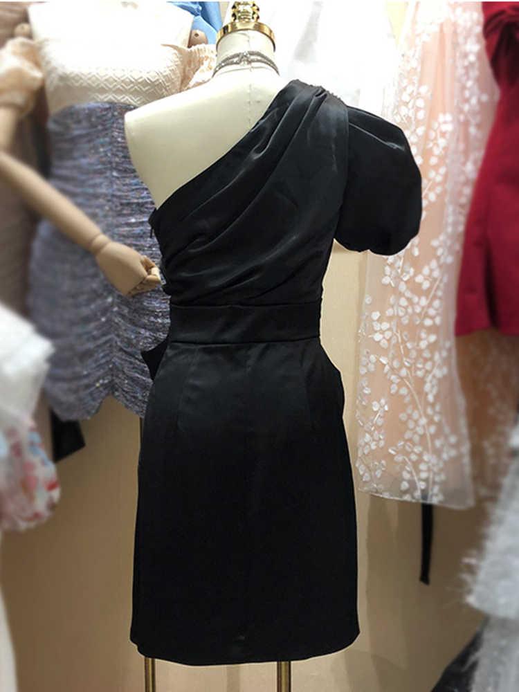 فستان بكتف واحد ضيق فرنسي بكتف مكشوف فستان نسائي صيفي بفيونكة موديل 2020 فستان نسائي صيفي مثير غير منتظم ذو ثنيات مقاس XL